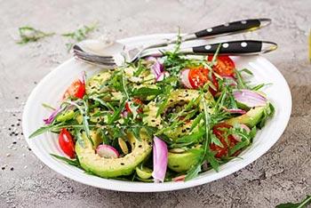 Salat im Schüssel